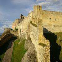 Hrad Beckov - pyšní se tím, že je jeden z nejvyšších (budovy, převýšení v rámci hradu) na Slovensku. Kastelán když jsem s ním mluvil říkal že dokonce ve střední Evropě, ba i na světě, ale jeho názor beru jako dost zaujatý. :)